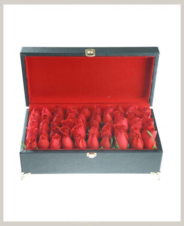 خرید آنلاین و اینترنتی باکس گل رز چرمی با جعبه مکعب مستطیلی صندوقچه ای در تهران از گلفروشی و فروشگاه انلاین شادیچی