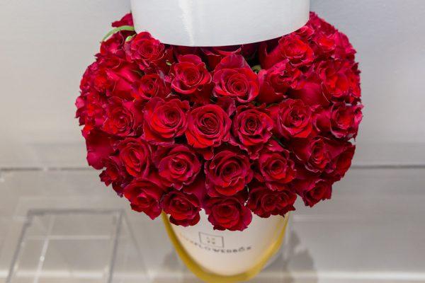 خرید آنلاین و اینترنتی باکس گل روبانی رز قرمز با جعبه استوانه ای در تهران از گلفروشی و فروشگاه انلاین شادیچی