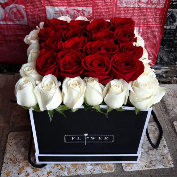 خرید آنلاین و اینترنتی باکس و جعبه گل رز قرمز و سفید دسته دار ارزان در تهران از فروشکاه و گلفروشی انلاین شادیچی