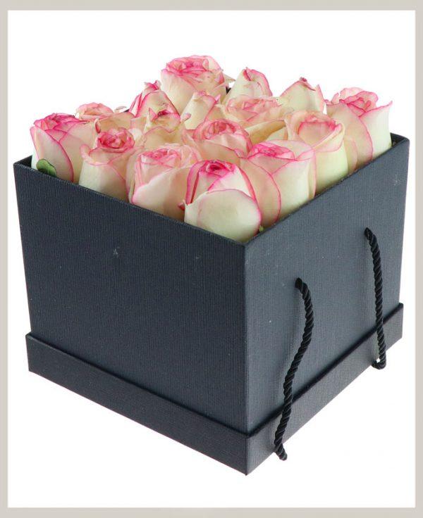 خرید آنلاین و اینترنتی جعبه گل صورتی با یاکس مکعبی درب دار دسته دار در تهران از گلفروشی و فروشگاه انلاین شادیچی