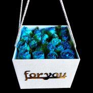 خرید آنلاین و اینترنتی باکس گل دسته دار با جعبه مکعبی و رز آبی در تهران از گلفروشی و فروشگاه انلاین شادیچی