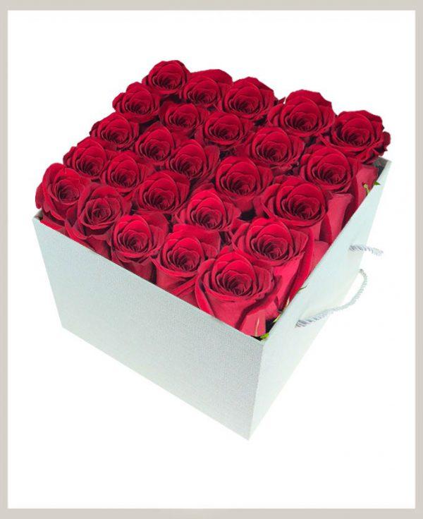 خرید آنلاین اینترنتی باکس گل رز قرمز با جعبه مکعبی دسته دار در تهران از گلفروشی و فروشگاه انلاین شادیچی