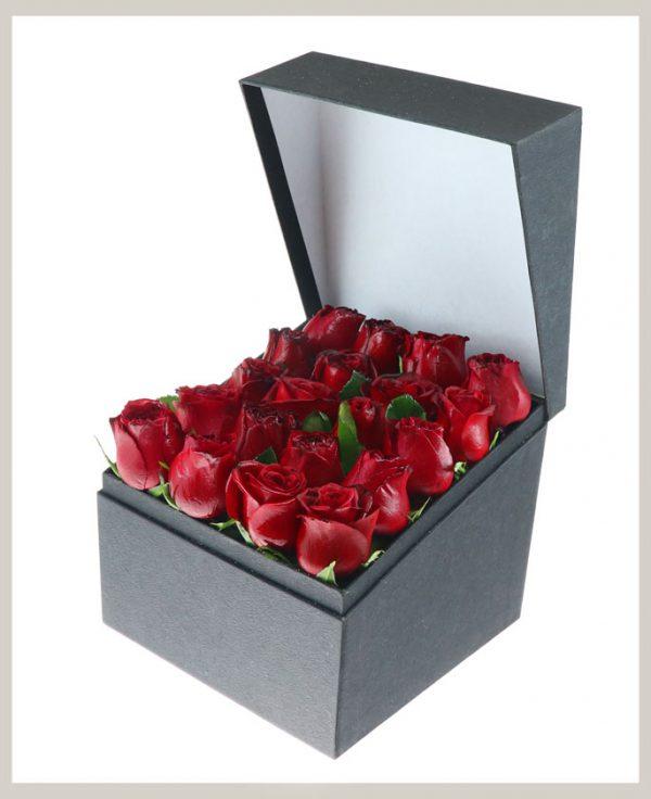 خرید آنلاین و اینترنتی باکس گل رز قرمز ساده با جعبه درب دار کوچک در تهران از گلفروشی و فروشگاه انلاین شادیچی