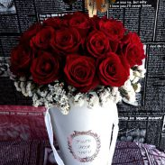 خرید آنلاین و اینترنتی باکس گل رز قرمز سطلی با جعبه دسته دار از گلفروشی و فروشگاه انلاین شادیچی