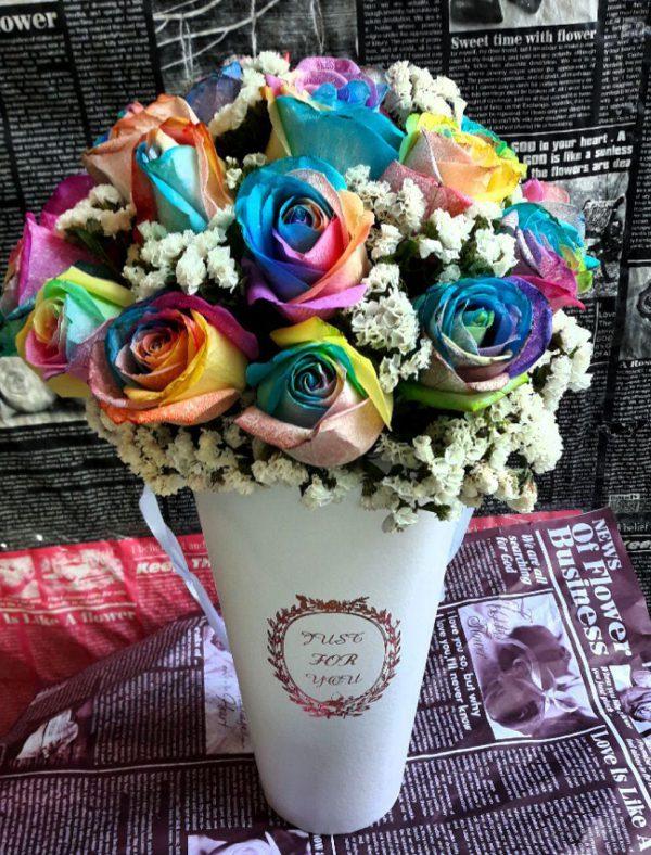 خرید آنلاین و اینترنتی باکس گل رز رنگی سطلی با جعبه مخروطی دسته دار در تهران از گلفروشی و فروشگاه انلاین شادیچی