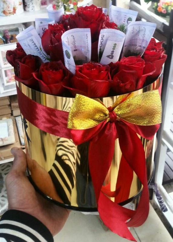 خرید آنلاین و اینترنتی باکی گل طلایی رز قرمز و جعبه استوانه ای در تهران از گلفروش و فروشگاه انلاین شادیچی