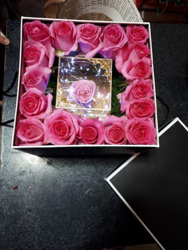 خرید آنلاین باکس گل رز صورتی آیسودا با جعبه درب دار در تهران از فروشگاه و گلفروشی انلاین و اینترنتی شادیچی