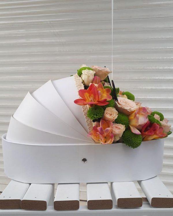 خرید آنلاین و اینترنتی سبد گل سفید در تهران از فروشگاه انلاین شادیچی