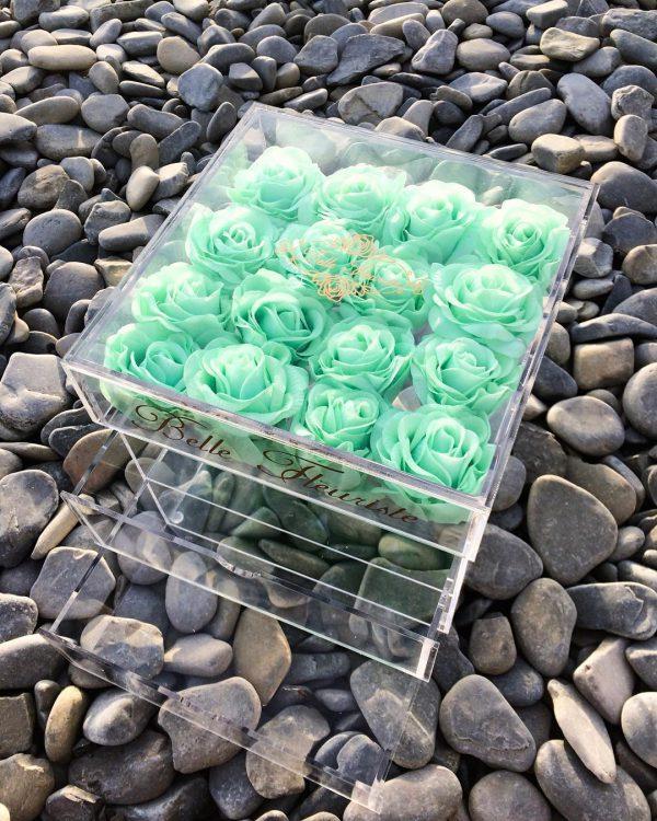 باکس گل استوانه ای هارد باکس با گل رز سفید و طلایی شماره 147