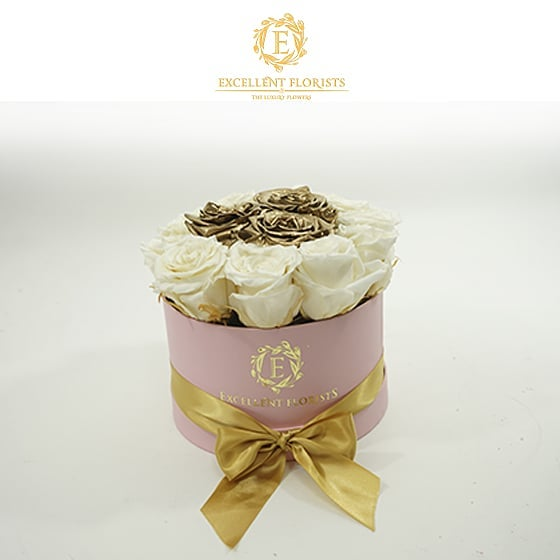 باکس گل استوانه ای هارد باکس با گل رز سفید و طلایی شماره 186
