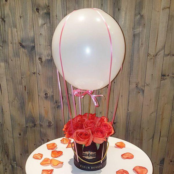 باکس گل استوانه ای هارد باکس با گل رز قرمز و بادکنک لاتکس شماره 182