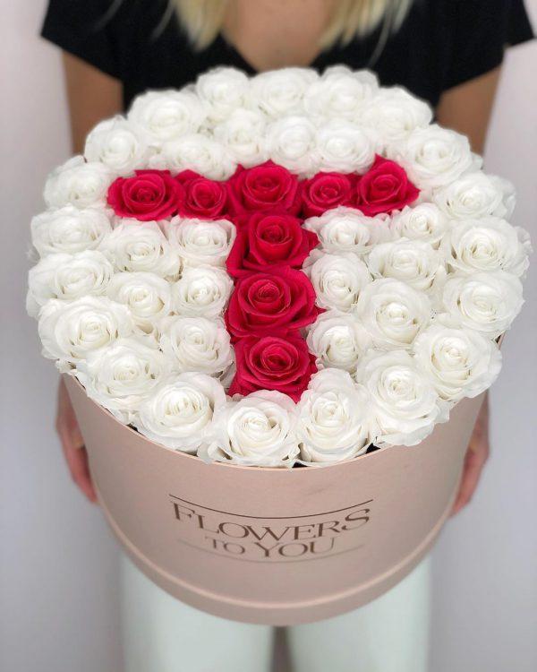 باکس گل استوانه ای هارد باکس با گل رز قرمز و سفید و طراحی حرف T شماره 183