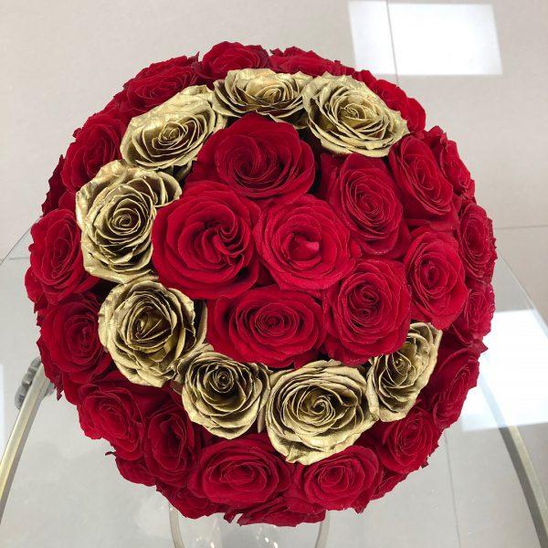 باکس گل استوانه ای هارد باکس با گل رز قرمز و طلایی شماره 149 1