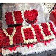 خرید اینترنتی و آنلاین جعبه و باکس گل مکعبی و طرح قلب و دوستت دارم i love you با گل رز قرمز و سفید در تهران از فروشگاه و گلفروشی انلاین شادیچی