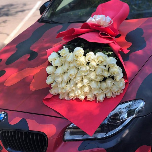 دسته گل تبریک با گل رز سفید شماره 201